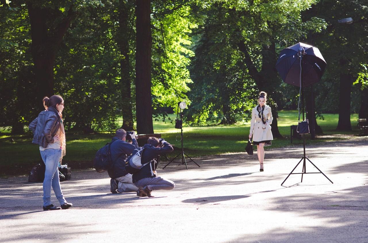 Lampy Błyskowe W Plenerze Sesja Fashion W Parku Fripers