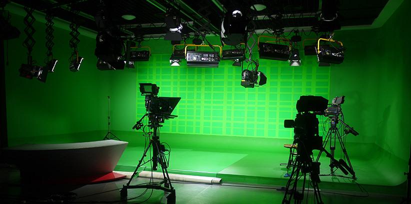 Znalezione obrazy dla zapytania zielone tło do montażu filmowego