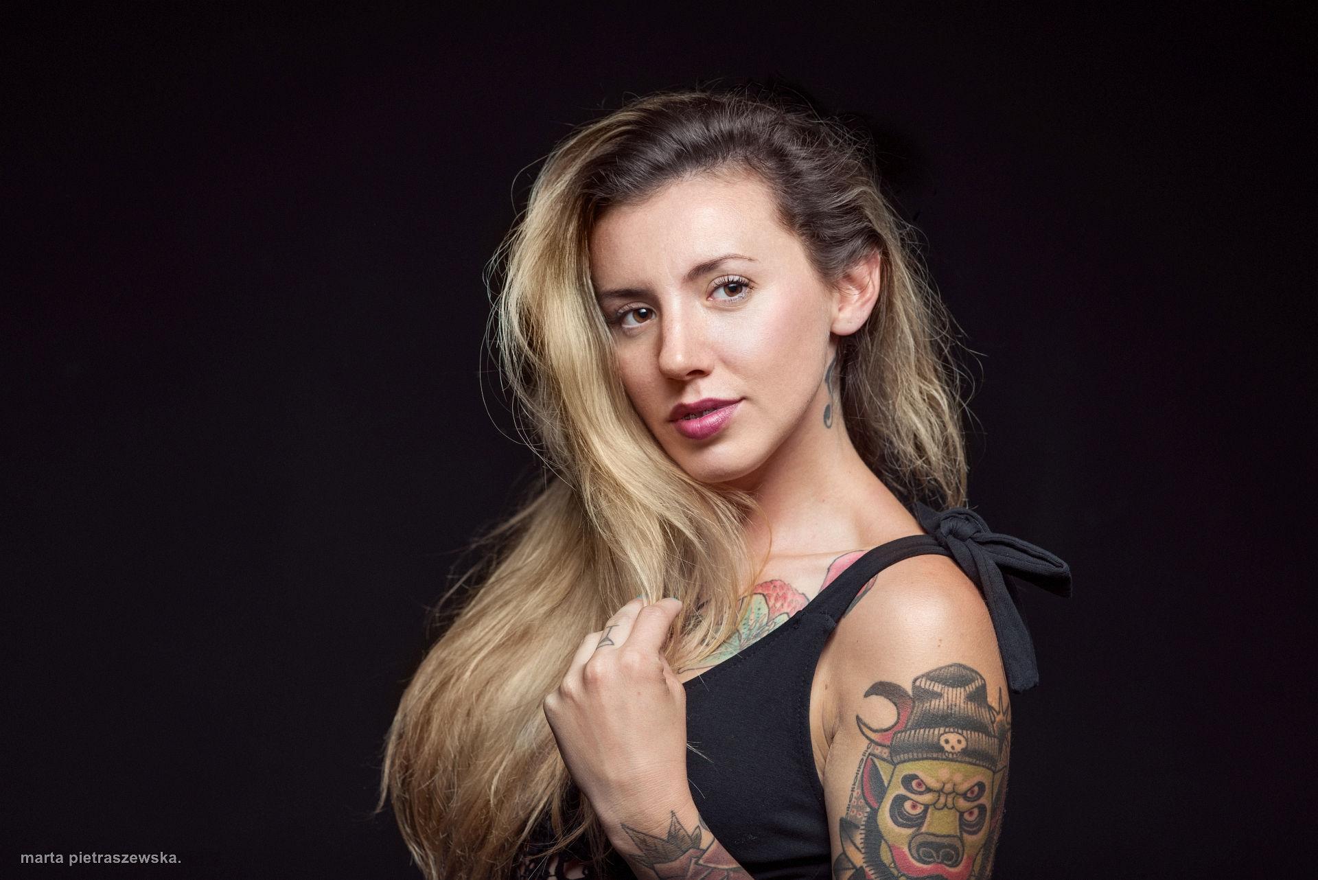 Oświetlenie portretu - jedna lampa i strip / portret zbliżenie / na zdjęciu: Liliana Cichoń